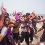 Celebrating Holi in Mumbai — Stock Photo