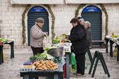 Market scene in Dubrovnik — Stock Photo