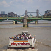 Tourist Boat in London — Stock fotografie