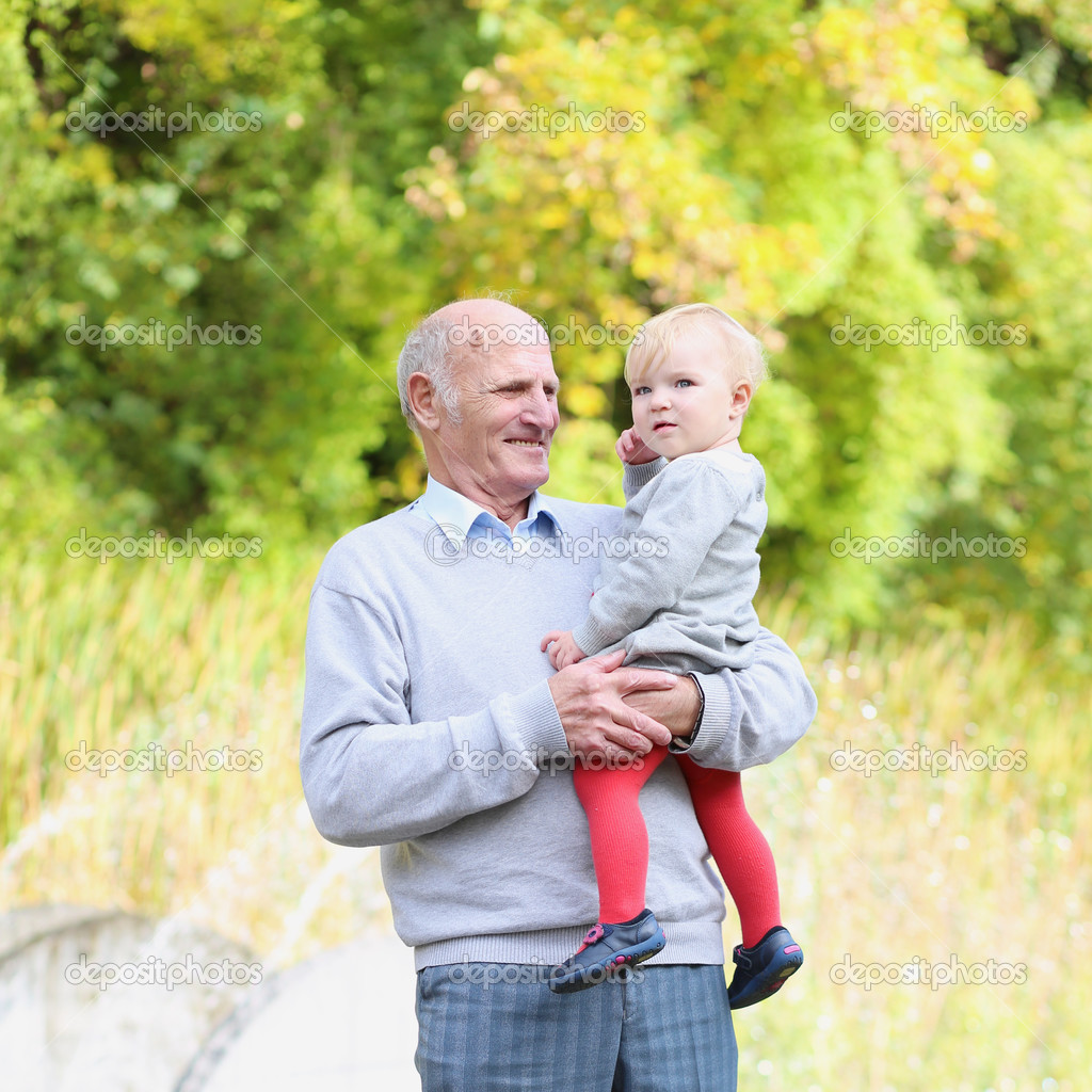 Смотреть дедушка с внучкой 14 фотография