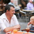 Happy father and daughter in Italian cafe — Stock Photo