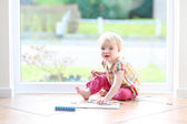 Girl playing with puzzles — Stock Photo