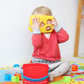 Girl playing pick-a-boo — Stock Photo