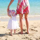 Woman teaching her daughter to walk — Stock Photo