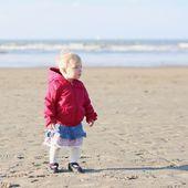 Baby girl walking at the beach — Stock Photo