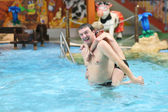 Father with son in the swimming pool — Stock Photo