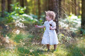 Girl walking in a sunny autumn park — Stock Photo