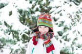 Child playing snow ball — Stockfoto