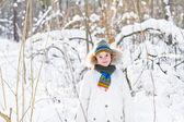 Funny boy hrát venku — Stock fotografie