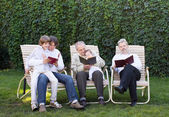 Four generations relaxing in the garden — Stock Photo