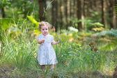 Girl walking in a sunny autumn park — Stock Photo
