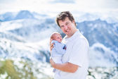 Father and his newborn baby enjoying a sunny day — Stockfoto