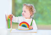 Happy laughing toddler girl drawing — Стоковое фото