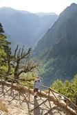 Man hiking in beautiful mountains — Stock Photo