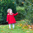 Toddler girl playing in a beautiful autumn park — Stock Photo
