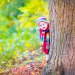 Little girl having fun in an autumn park — Stock Photo #49279595