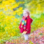 Little girl having fun in an autumn park — Stock Photo #49279605