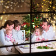 Family at Christmas dinner — Stockfoto