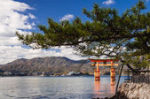 Itsukushima Shrine Torii (Japanese gate) — Stock Photo