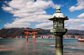 The old japanese lantern and torii — Stock Photo