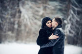 Couple in love kissing in the winter forest — Foto de Stock