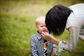Mother feeds her son — Stock Photo