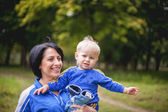 Little boy in a tracksuit flees into the forest — Stock Photo