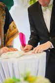 Bruidegom teken bruiloft contract — Stockfoto