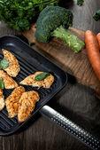 鍋に鶏のロースト — ストック写真