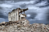 Remains from the demolition of old derelict buildings — Stockfoto
