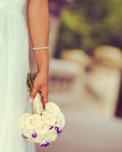 Bride Holding Flowers — Stockfoto