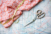 Pattern, measuring tape, scissors and silk material — Stock Photo