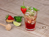 Strawberry mojito cocktail — Stock Photo