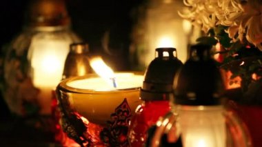 Holiday candles in the graveyard — Vídeo de Stock