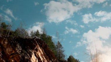 Clouds above the precipice. — Stock Video