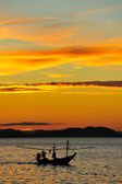 夕日とボートします。 — ストック写真