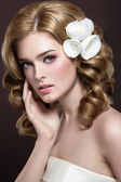 A beautiful woman with flowers on her head — Stock Photo
