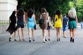 Girls go down the street — Stock Photo