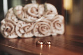 Wedding rings on the  table — Stock Photo