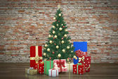 Decorative christmas tree and presents — Stock Photo