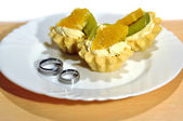 Rings and pastry — Stock Photo