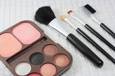 Makeup brushes and make-up eye shadows, cosmetics — Stock fotografie