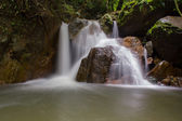 Waterfall in deep forest, national park, Saraburi, Thailand — Foto de Stock