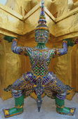 A statue of Yaksha on guard at the Temple of the Emerald Buddha — Stock Photo