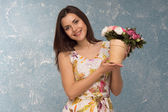 Girl with pot of flowers — Stock Photo