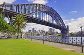 Sydney Harbour Bridge and City Skyline, Sydney Australia — Stock Photo