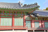 Tile Roof Detail and Traditional Architecture at Changgyeong Palace, Seoul, South Korea — Stock Photo