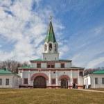 The Museum-reserve Kolomenskoye. Front gate of the Tsar's court — Stock Photo #44729623
