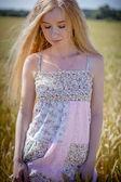 Blonde in wheat field — Stock Photo