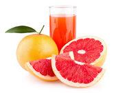 Grapefruit juice with ripe grapefruits — Stock Photo